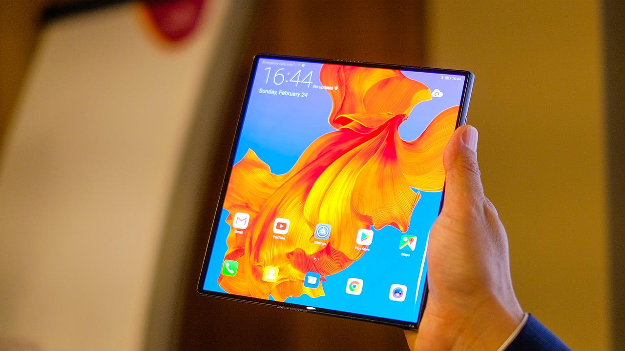 il Huawei Mate X2, a causa di difficoltà con l'approvvigionamento hardware e alle rigide sanzioni americane, il rilascio sarà posticipato al 2021.